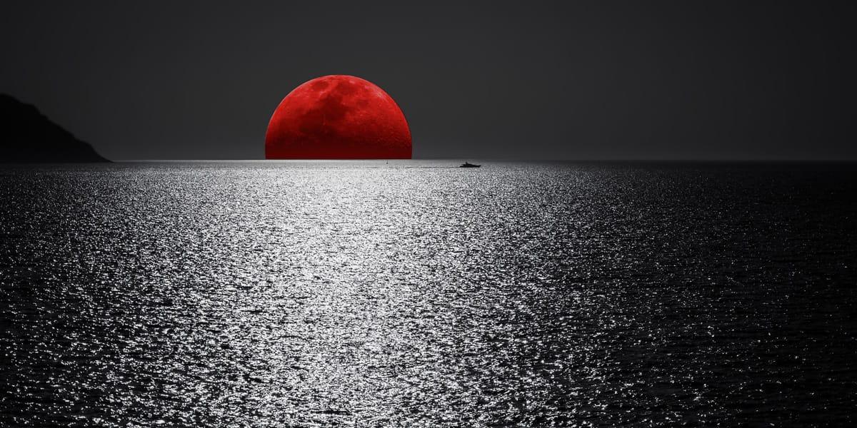 Board-yacht-navigare-luna-rossa-